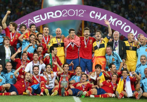 Euro-2012-final-Spain-v-Italy-Spain-celebrating-victory-spain-national-football-team-31321204-594-412